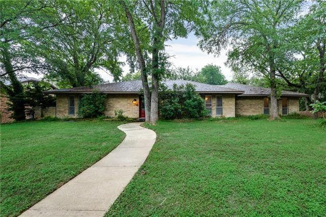 210 Creekwood Dr Lancaster, TX 75146