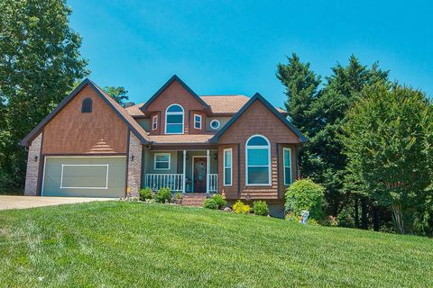 Photo of 4021 Banner Crest Dr, Ooltewah, TN 37363