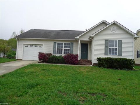 Photo of 585 Bost Xing, Kernersville, NC 27284