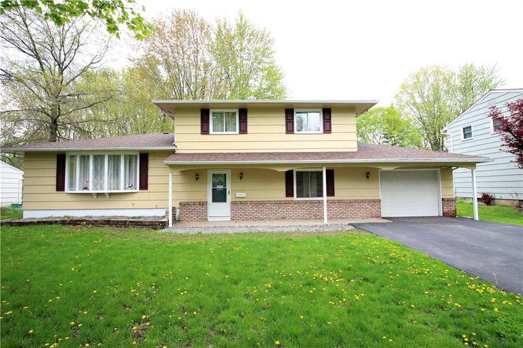 245 Berkshire Dr, Rochester, NY 14626
