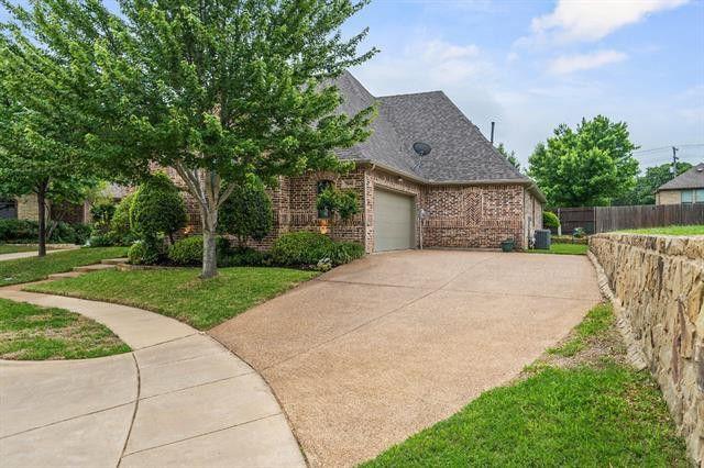 7800 Forest Hills Ct, North Richland Hills, TX 76182