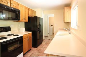 3047 Stanwin Pl, Evendale, OH 45241 - Kitchen