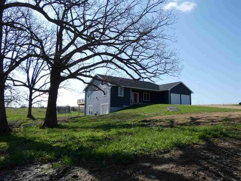 Photo of 1459 Ryan Rd, Platteville, WI 53818