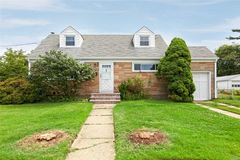134 Dorothy Dr, East Meadow, NY 11554