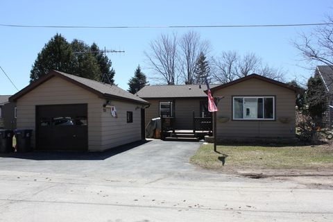 Photo of 208 S Lincoln St, Elkhart Lake, WI 53020