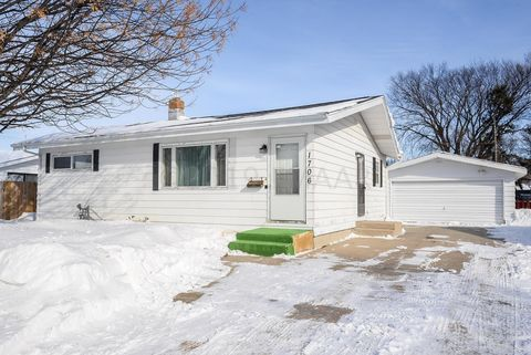 Photo of 1706 16th St S, Fargo, ND 58103