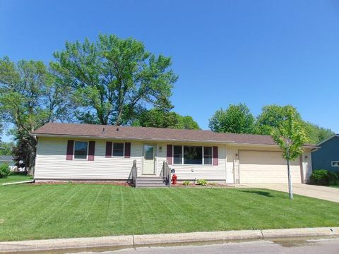 Photo of 1209 6th St Se, Waseca, MN 56093