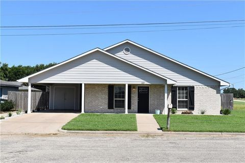 Photo of 589 Cactus St, Giddings, TX 78942