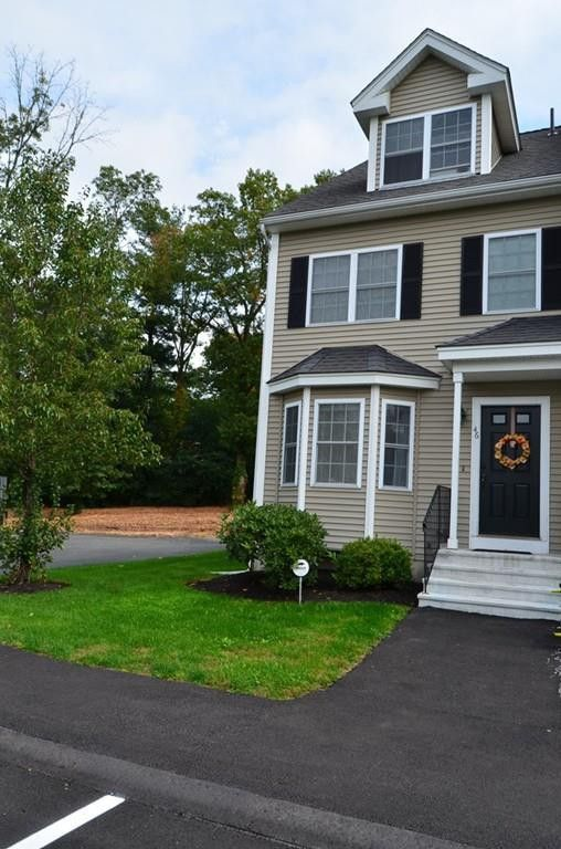 46 Whispering Pine Cir Unit 46, Worcester, MA 01606