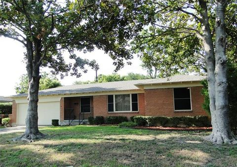 Photo of 2005 Westway Ave, Garland, TX 75042