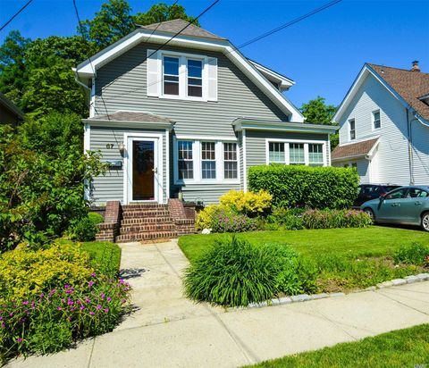 Photo of 67 Rolling St, Lynbrook, NY 11563