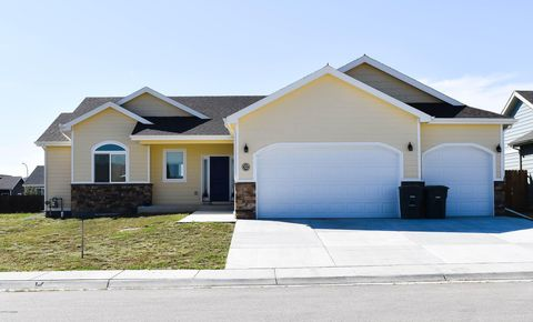 Photo of 32 Parkside Cir, Gillette, WY 82718