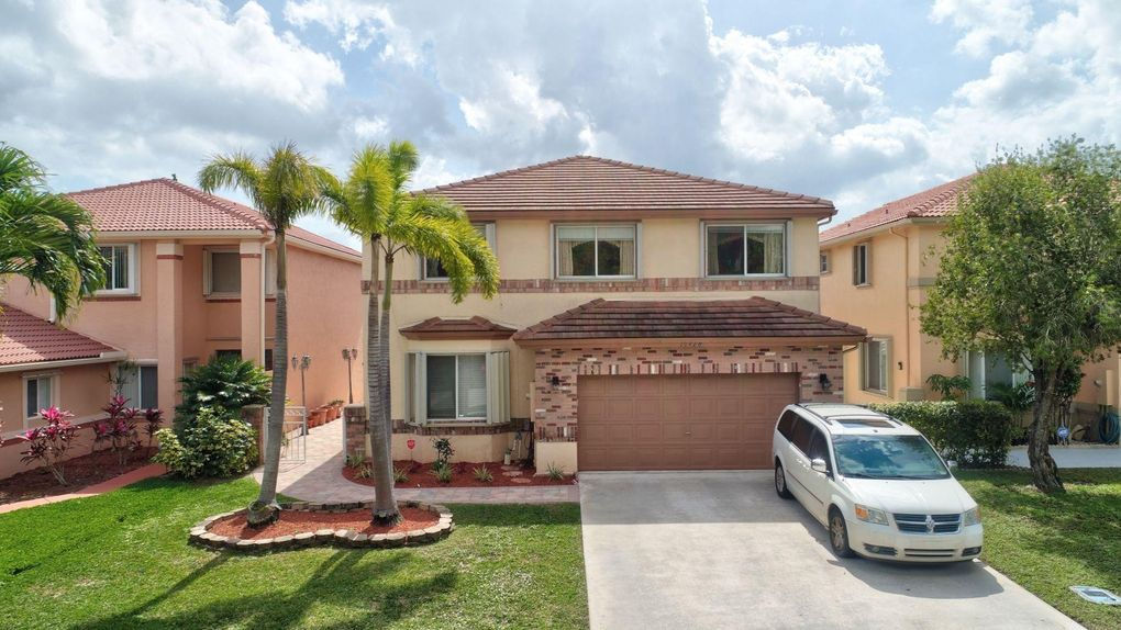 10428 Sunstream Ln, Boca Raton, FL 33428