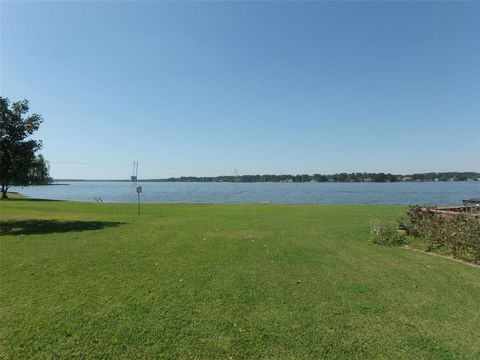 Photo of 93 April Point Dr, Conroe, TX 77356