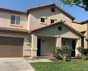 2534 Chestnut Ave E Visalia, CA 93292