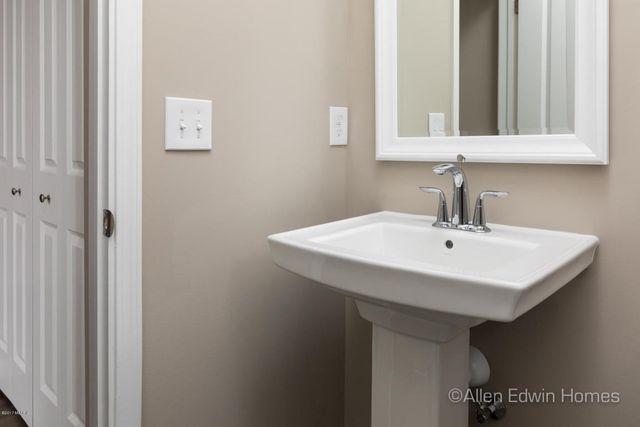 15 beymoure st kalamazoo mi 49009 bathroom 15 beymoure st kalamazoo mi 49009 realtor com - Bathroom Remodel Kalamazoo
