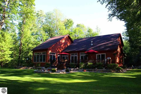Photo of 6281 Foothills Trl, Gaylord, MI 49735