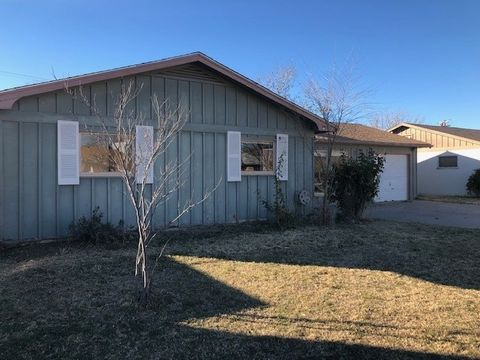 3208 Alhambra Dr, Roswell, NM 88201