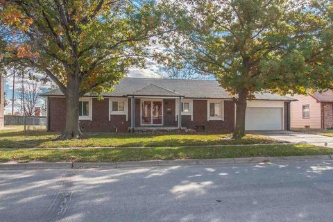8809 W Bekemeyer St, Wichita, KS 67212