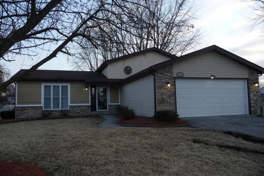4198 Thornhill Dr, Crown Point, IN 46307
