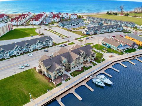 Photo of 650 S Pier Dr Apt 7, Sheboygan, WI 53081