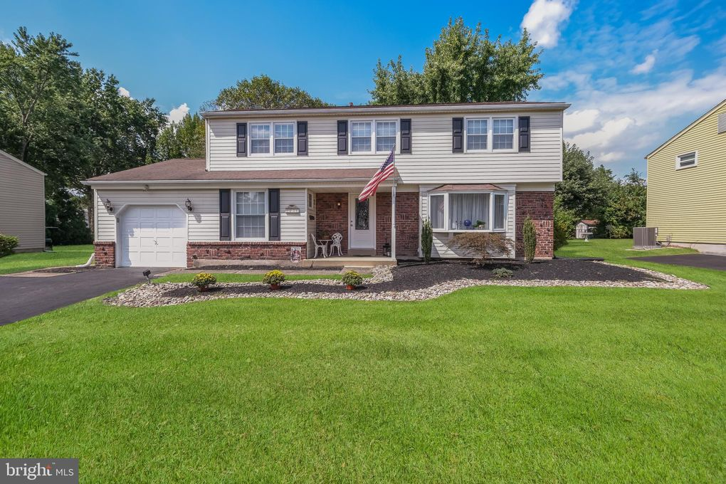 1036 Red Barn Dr Warminster, PA 18974