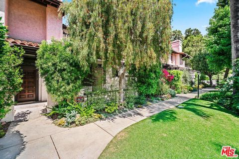 Photo of 17212 Palisades Cir, Pacific Palisades, CA 90272