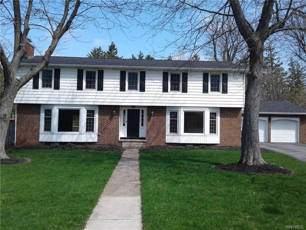40 Sturbridge Ln, Williamsville, NY 14221