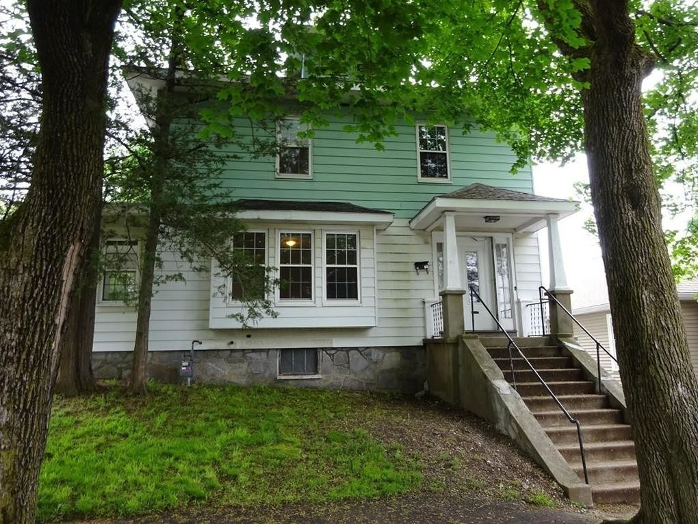 91 Standish St, Worcester, MA 01604