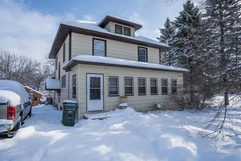 Photo of 18 Birch St Ne, New London, MN 56273