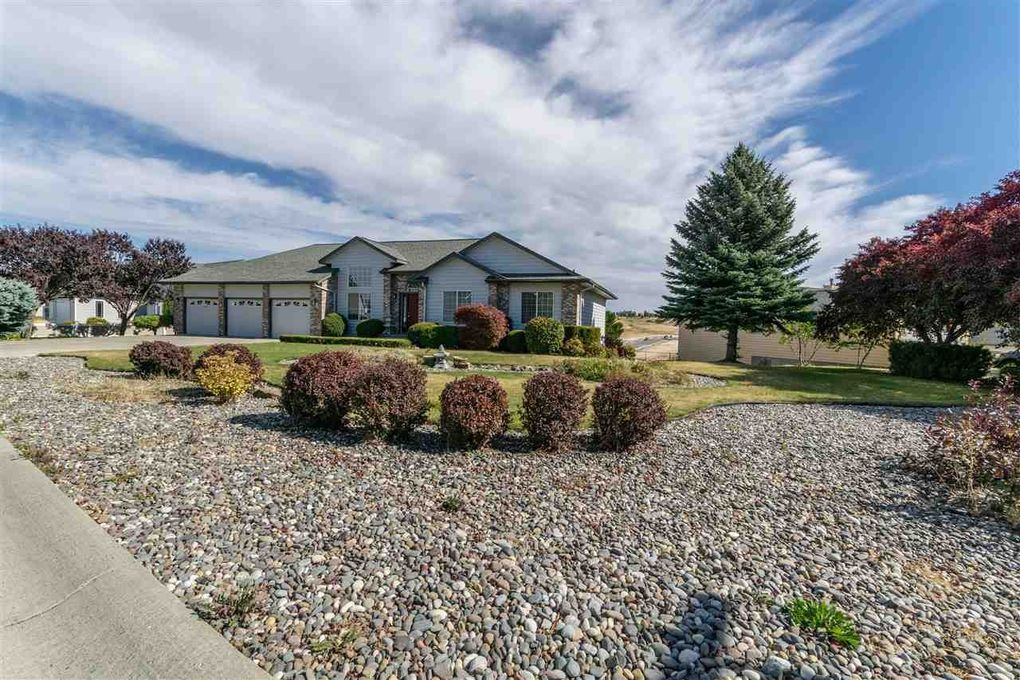 422 Summit Rd, Moscow, ID 83843