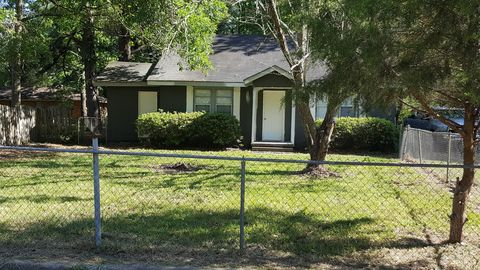 Admirable 411 Bay Ave Columbia Ms 39429 Home Interior And Landscaping Ologienasavecom