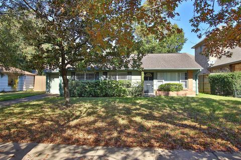 Photo of 4714 Wedgewood Dr, Bellaire, TX 77401