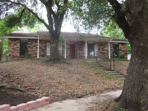 Photo of 6405 Gate Ridge Cir, Garland, TX 75043