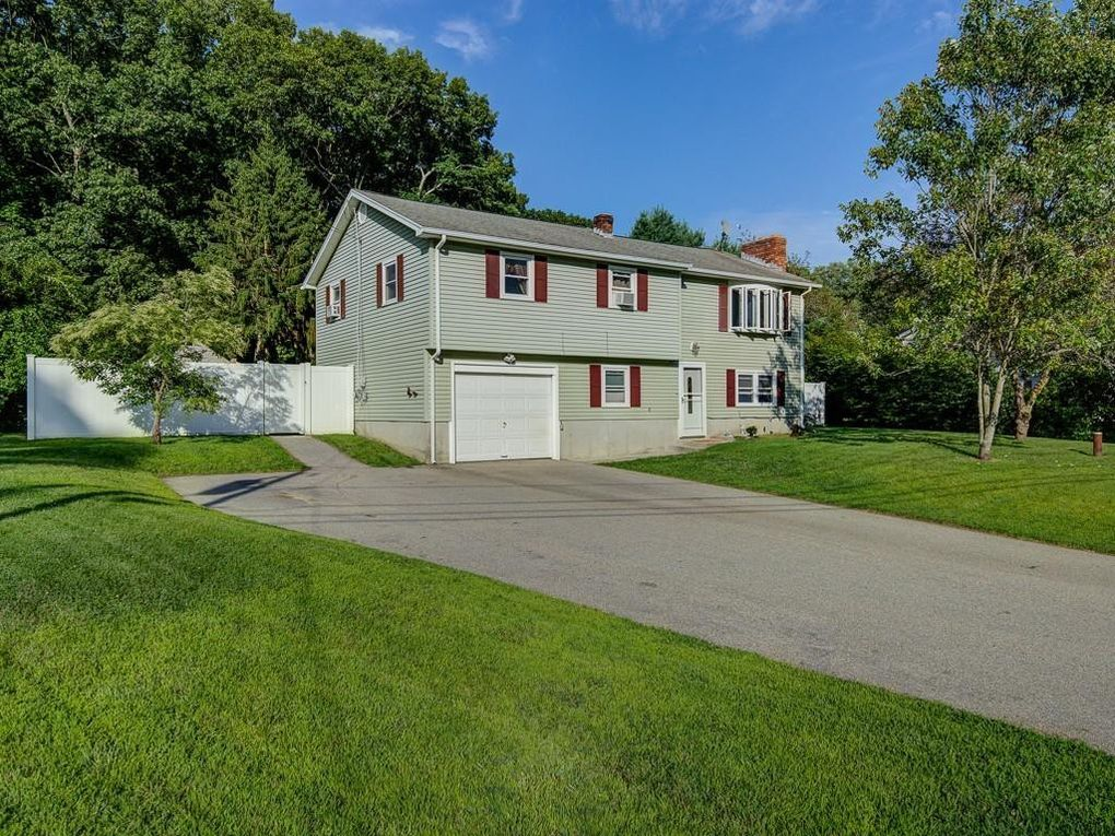 6 Hall Rd Webster, MA 01570