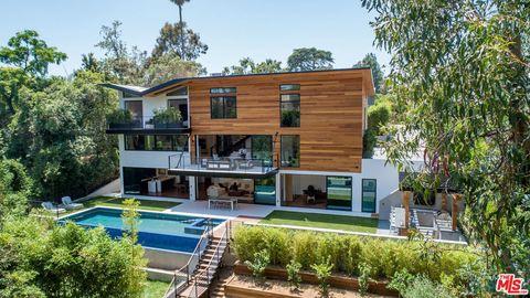 Stupendous Brentwood Los Angeles Ca Real Estate Homes For Sale Download Free Architecture Designs Estepponolmadebymaigaardcom