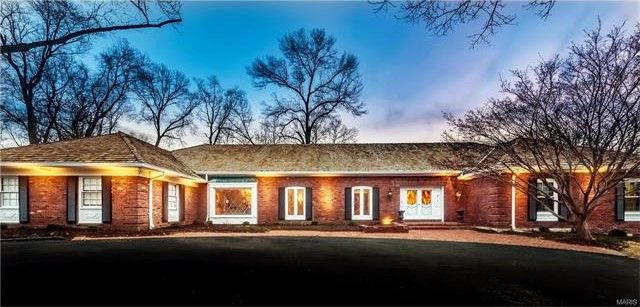 9810 Log Cabin Ct Saint Louis Mo 63124