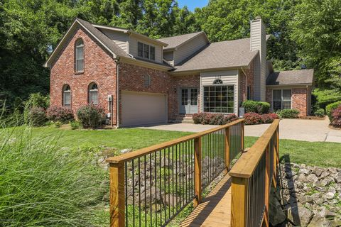 Photo of 1112 Old Cannons Ln, Louisville, KY 40207