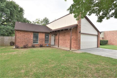 Photo of 3904 Easy St, Dickinson, TX 77539