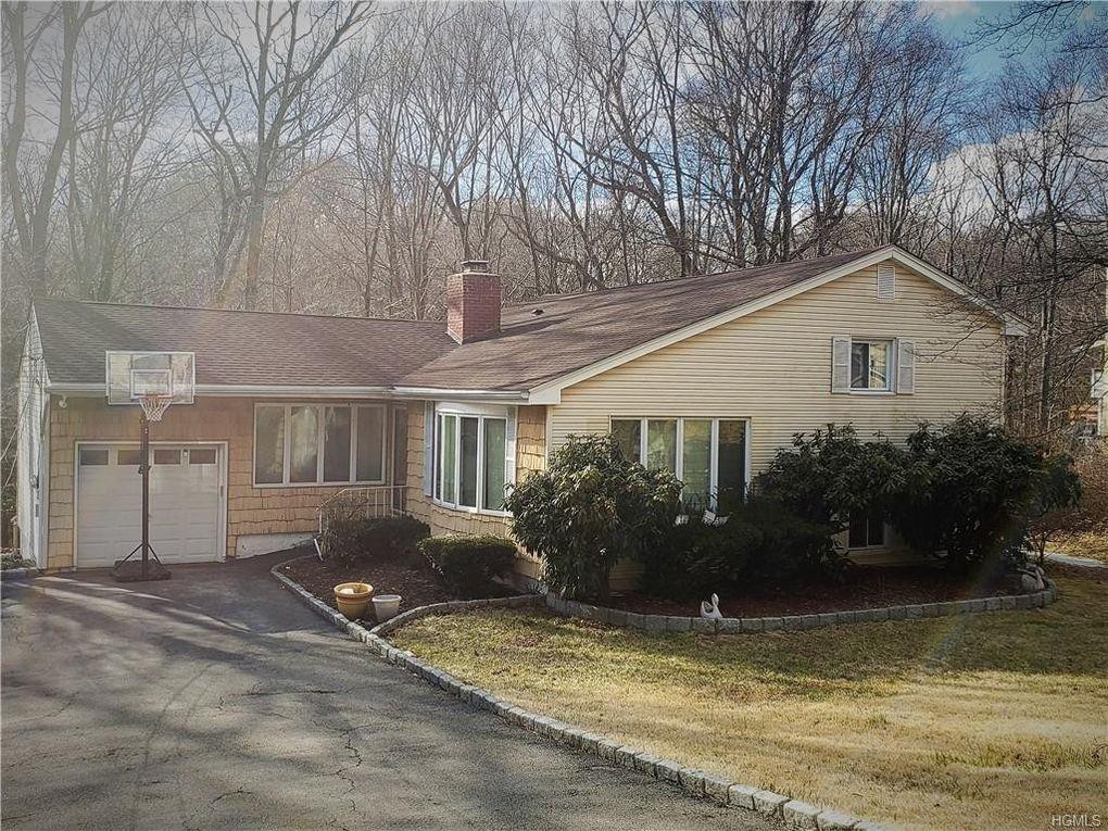 550 Westbrook Dr, Cortlandt Manor, NY 10567