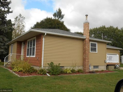 Photo of 312 4th St S, Gaylord, MN 55334