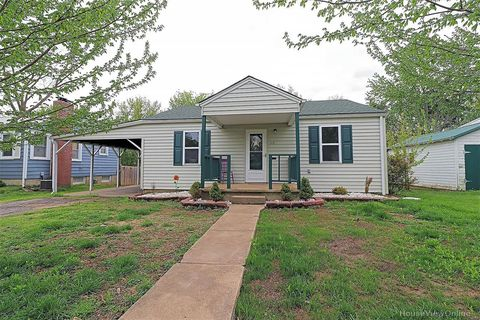 Photo of 118 Hickory St, Farmington, MO 63640