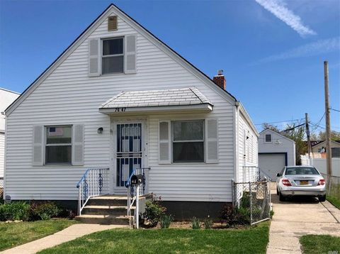 Photo of 76-47 263rd St, Floral Park, NY 11004