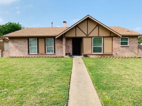 Photo of 1821 Cripple Creek Dr, Garland, TX 75041