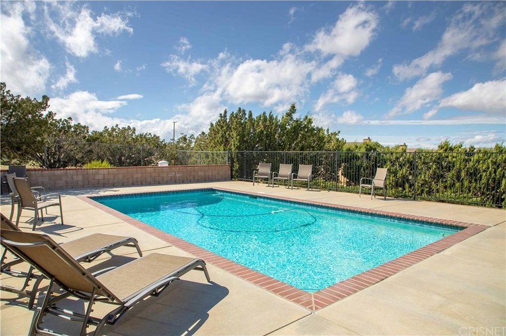 836 Hacienda Dr, Palmdale, CA 93551