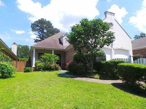 304 Colony Ridge Ct, Ridgeland, MS 39157