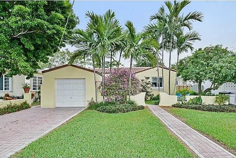 8843 Carlyle Ave, Surfside, FL 33154