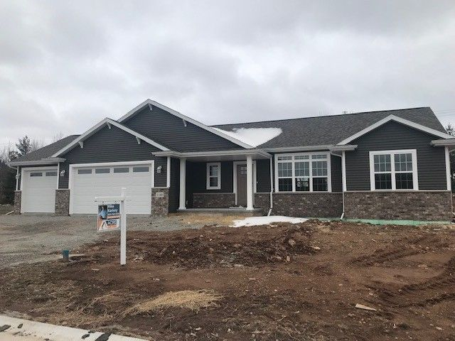 3604 Don Degroot Dr, Little Chute, WI 54140