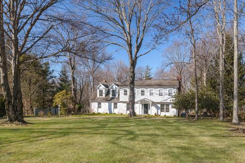 Photo of 12 Norton Ln, Old Greenwich, CT 06870