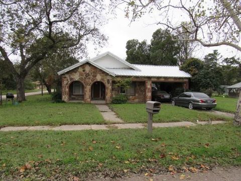 Photo of 308 S Miller St, Rising Star, TX 76471